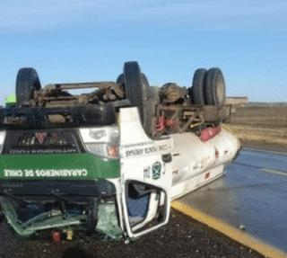 PTA. ARENAS: Funcionario de Carabineros volcó en camión que transportaba combustible