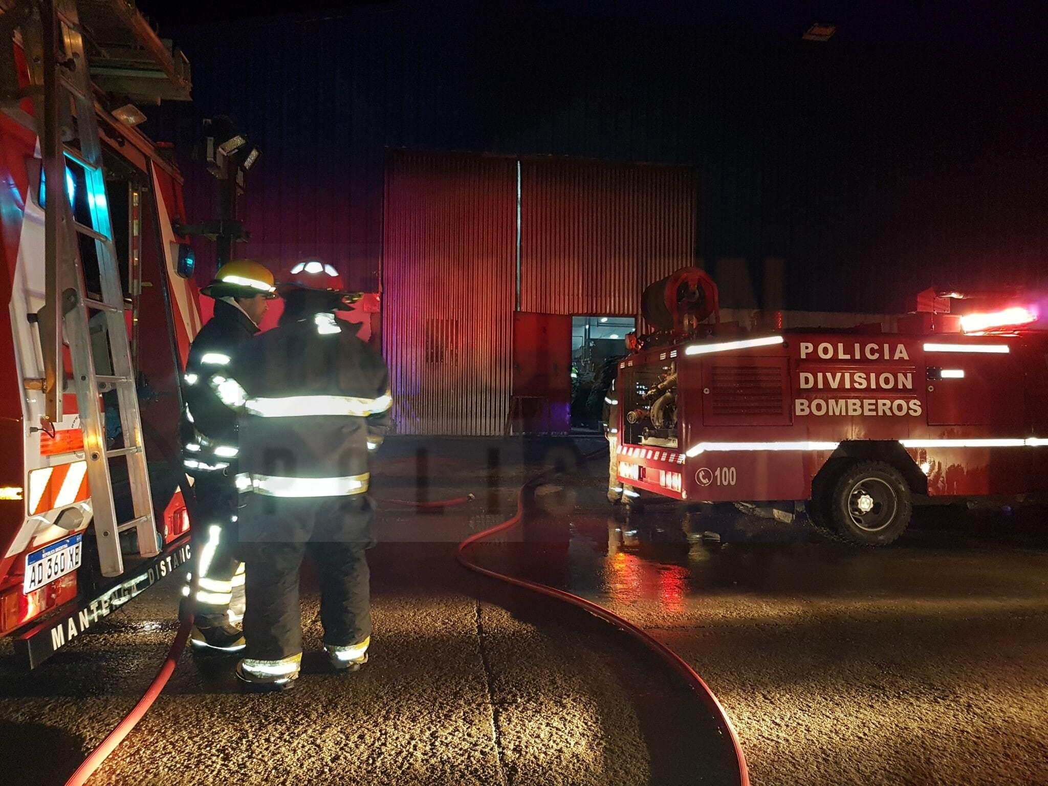 Incendio en el interior de la fábrica Australtex