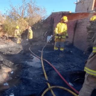 NEUQUÉN: Una mamá y sus cuatro hijos perdieron todo en un incendio que destruyó su vivienda