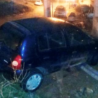 PTO. DESEADO: Perdió el control del rodado, despistó y se estrelló en una casa