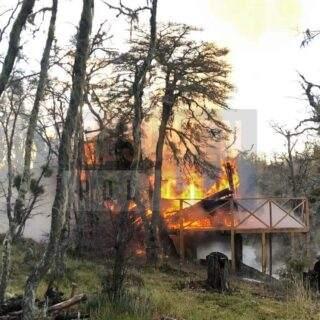 Una casa de fin de semana quedó reducida a cenizas en la localidad de Tolhuin