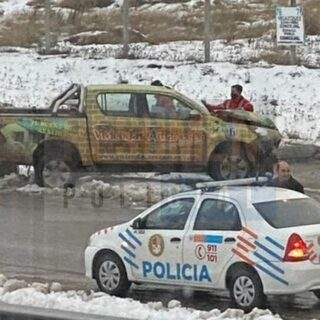 Una camioneta con dos ocupantes impactó contra una columna en ruta 3 camino a Campamento YPF