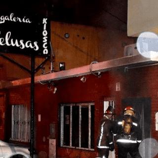CALETA OLIVIA: Se incendió una regalería en pleno centro