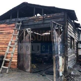 Un joven que dormía dentro de un lavadero se salvó de un devastador incendio