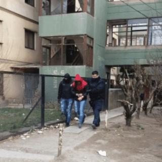 RÍO GALLEGOS: Realizan dos allanamientos en los 400 departamentos y detienen a un menor