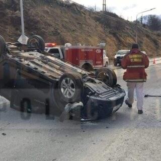 Vuelco sin lesionados en la Avenida Alem de la ciudad de Ushuaia
