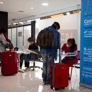 Una adolescente con COVID activo fue bajada de un vuelo de Aerolíneas que partía de la ciudad de Ushuaia