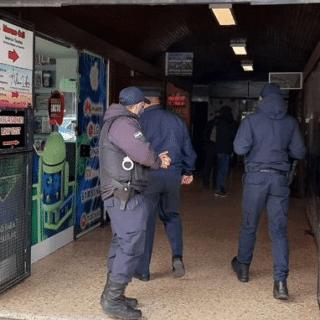 BARILOCHE: Delincuentes se llevaron unas 20 pistolas Bersa de la armería robada en pleno centro