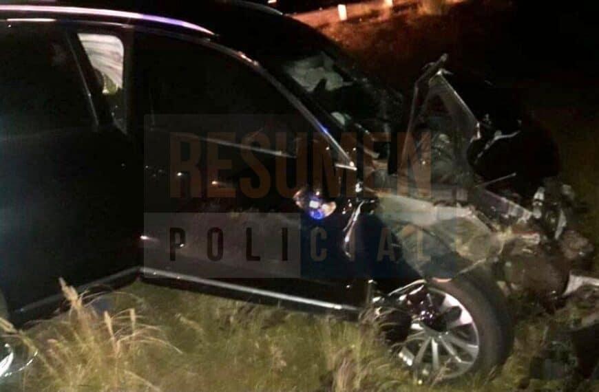 Una camioneta Audi destrozada tras impactar contra un vacuno sobre ruta 3 a la altura de cabo Domingo