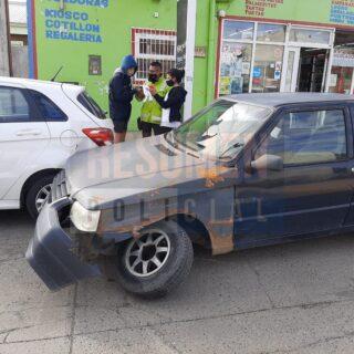 Una mujer herida tras impactar contra un auto que salía de un estacionamiento