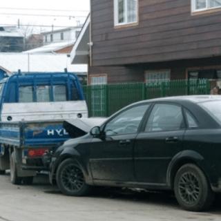 PTA. ARENAS: Desconocidos robaron un auto y lo abandonaron tras chocarlo