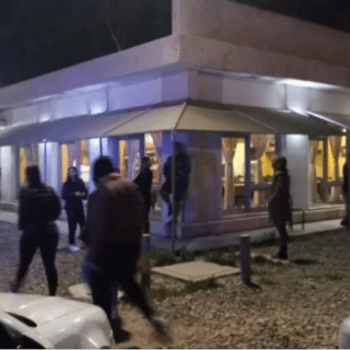 TRELEW: Asaltaron una conocida parrilla, golpearon a una moza y se llevaron casi $ 2 millones