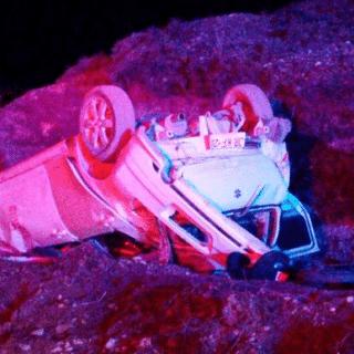 PTA. ARENAS: Conductor permaneció durante horas atrapado tras volcar en Ojo Bueno