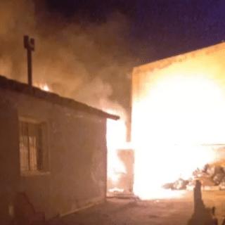 RÍO GALLEGOS: Un abuelo de 97 años y varias niñas fueron rescatadas de un voraz incendio que afectó a tres casas