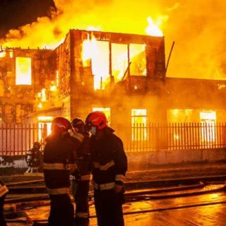 PTA. ARENAS: Incendio destruyó antigua casona del ex Hospital Regional