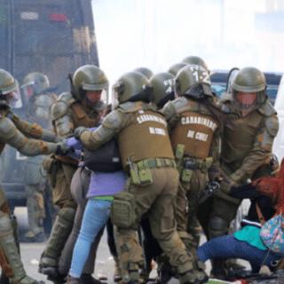 """PTA. ARENAS: Condenaron a joven que arrojó """"molotov"""" a Carabineros"""