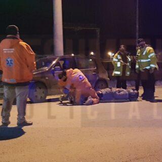Motociclista cayó al asfalto por intentar esquivar un vehículo
