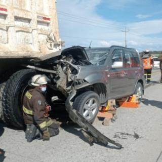PTA. ARENAS: Adulto mayor grave tras impactar camión en la ruta