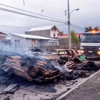 PTA. ARENAS: A primera hora se inició la limpieza de las barricadas que dejaron los disturbios nocturnos
